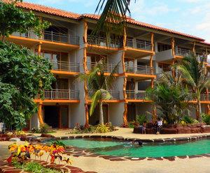canoa-beah-hotel-front