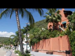 Video thumbnail for youtube video Here's Why 40,000 Expats Call Lake Chapala Home in Mexico (Video)
