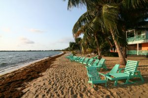 reasons-expats-love-Belize-01